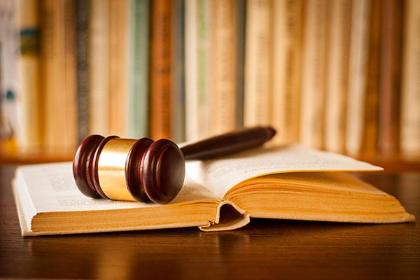 Dichiarazione fraudolenta: fatture diverse, reato unico